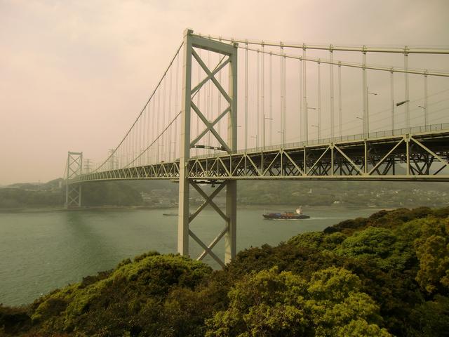 黄砂にかすむ関門橋